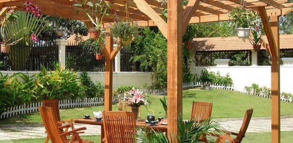 comment fabriquer une pergola en bois haute tradition manuelle services. Black Bedroom Furniture Sets. Home Design Ideas